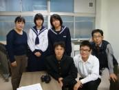塔和子の詩を朗読する中学生